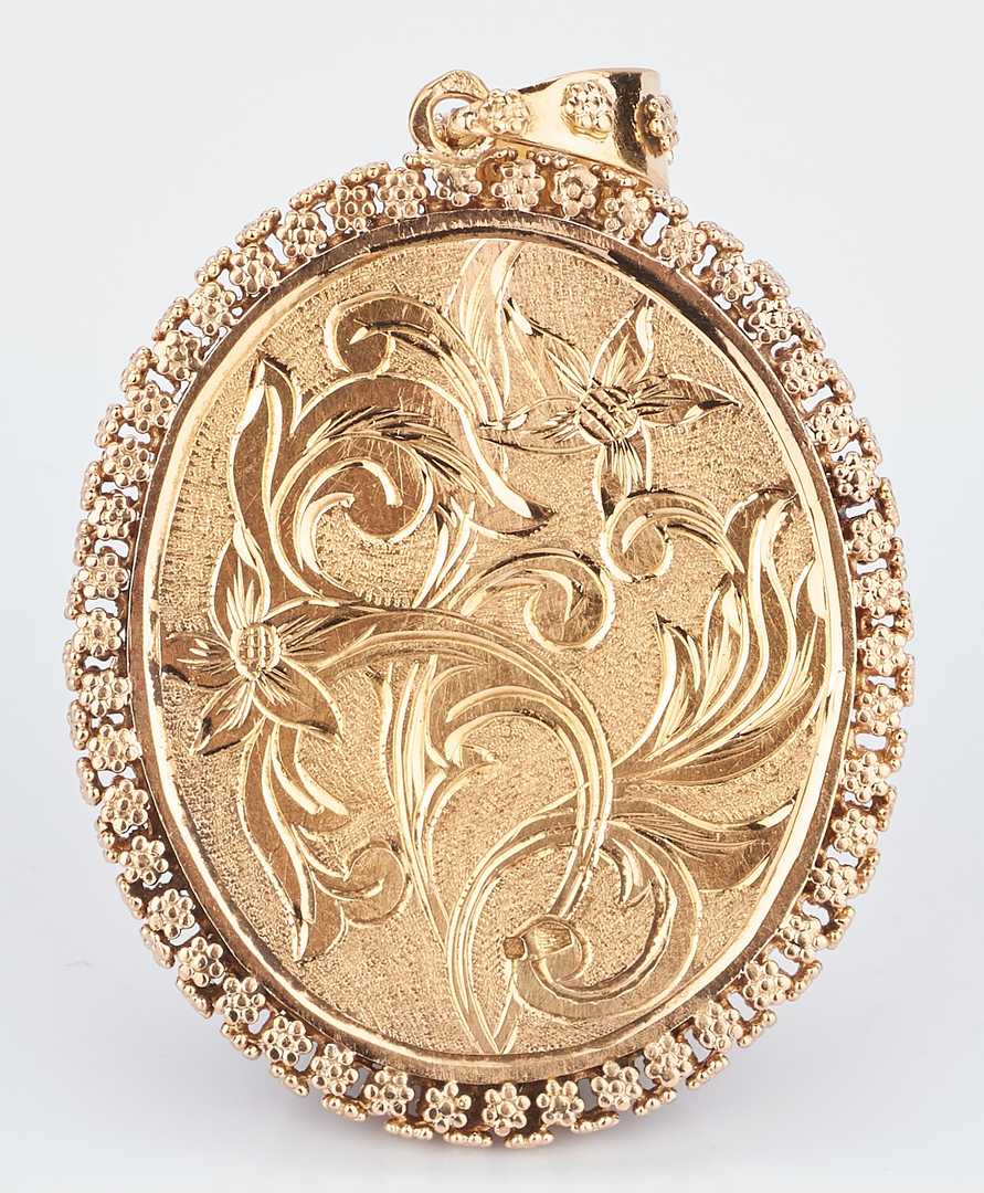 Lot 772: 18K Yellow Gold Enameled Portrait Pendant