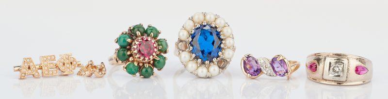Lot 779: 4 14K & Gemstone Rings and 1 14K & Pearl Greek Pin