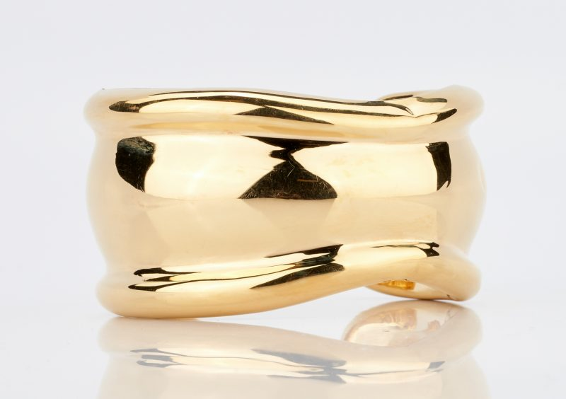 Lot 784: 18K Modern Freeform Gold Cuff Bracelet