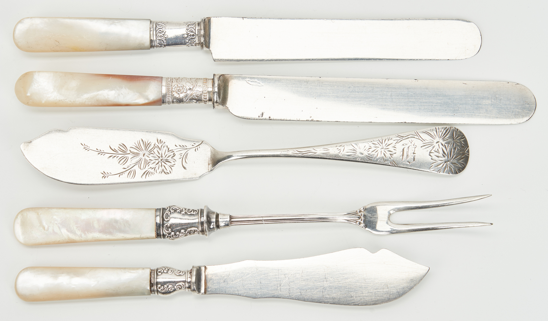 Lot 804: 50 pcs. vintage flatware including pearl handled, bell, Statehouse