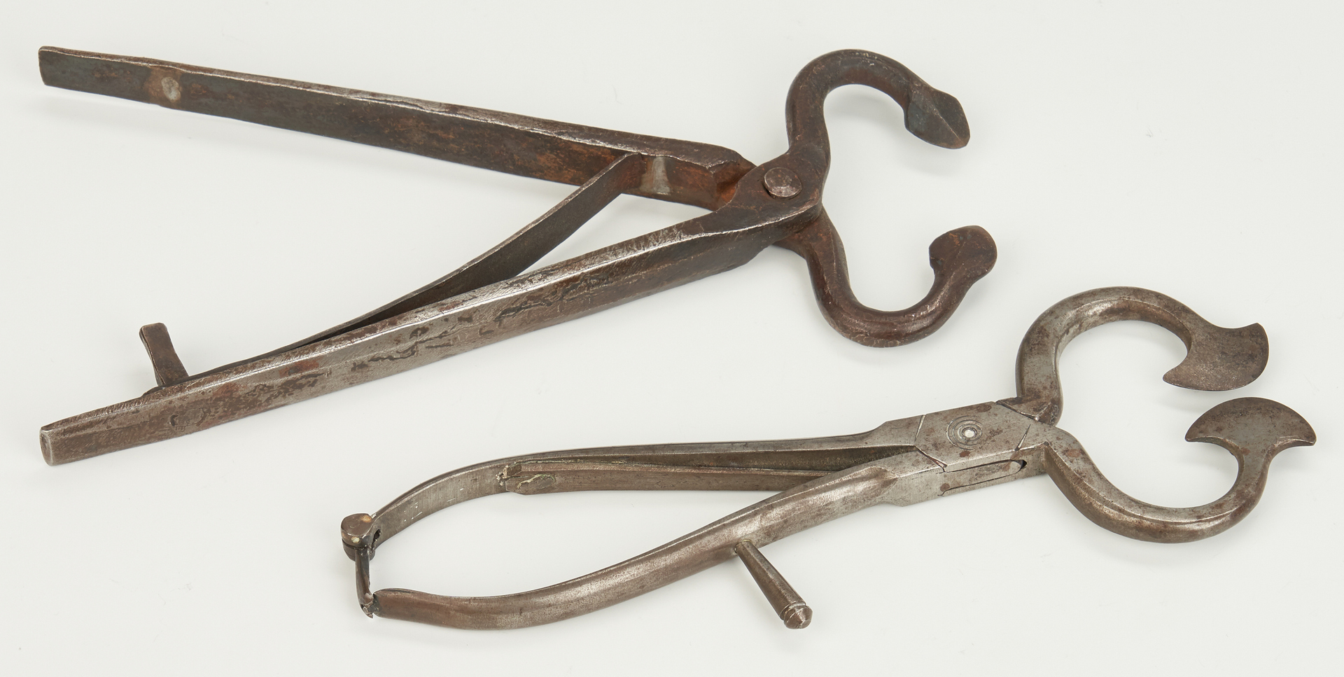 Lot 885: Collection of 5 Sugar Nippers