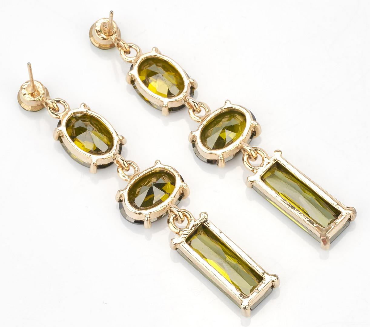 Lot 922: 3 Pairs of Ladies Gemstone Earrings