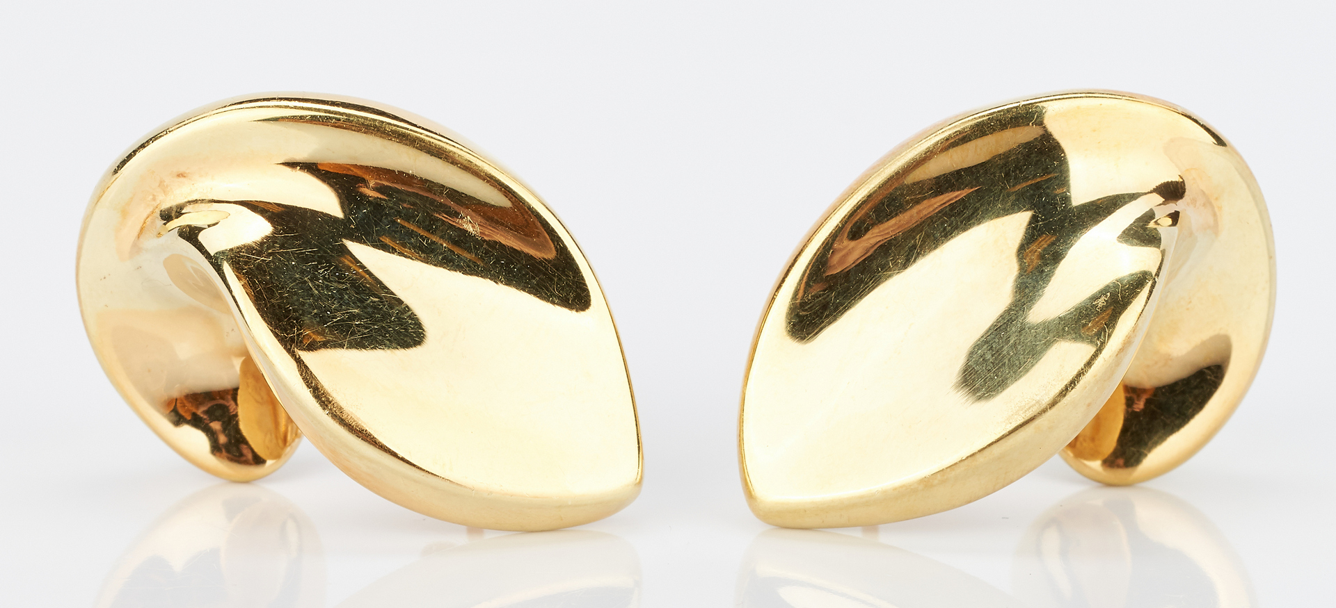 Lot 923: 2 Prs. 18K Earrings, Peter Wong and Unoaerre
