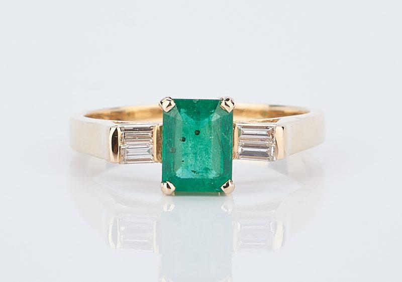 Lot 930: Ladies Emerald & Diamond Ring