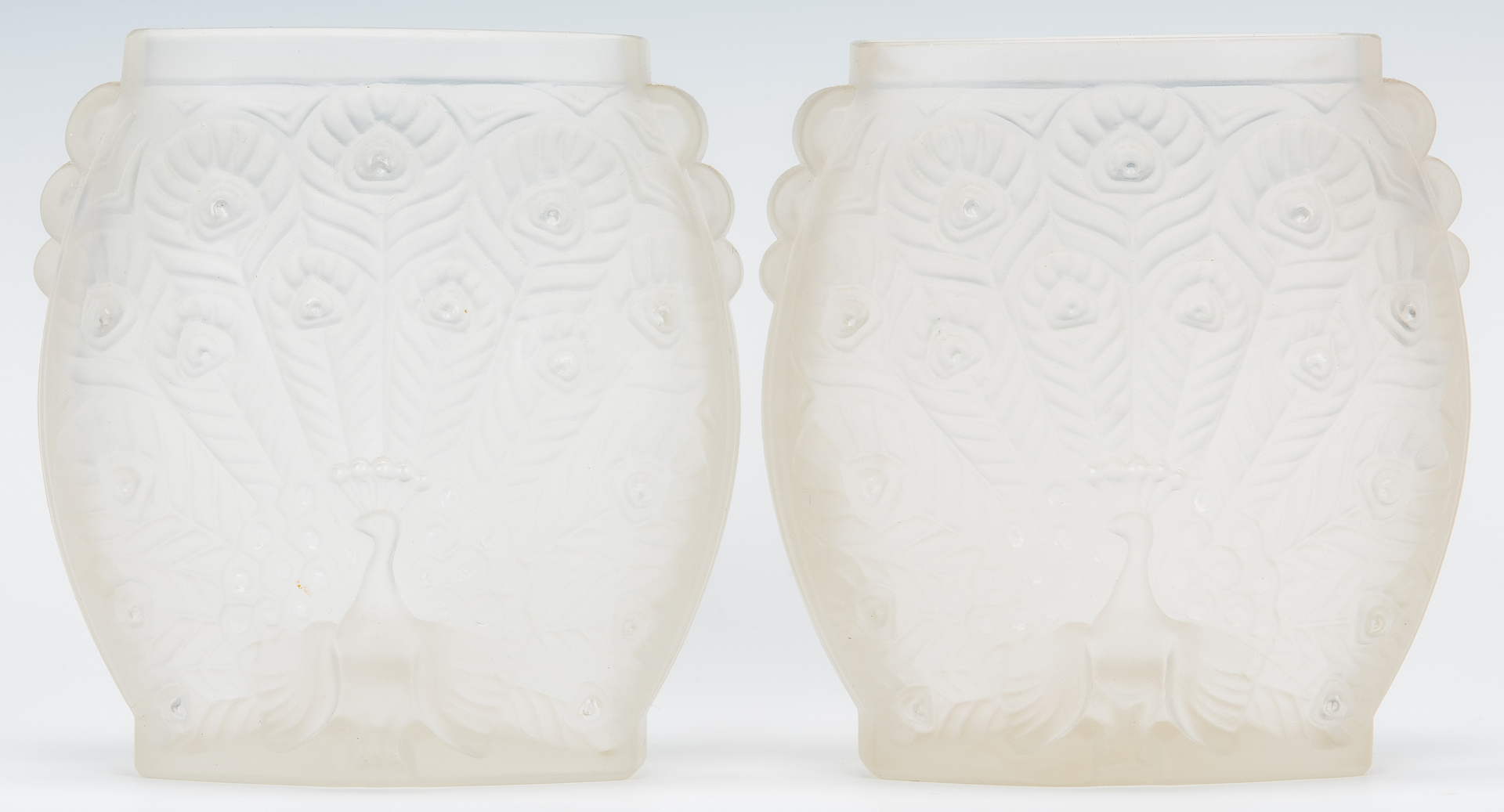 Lot 975: Daum Art Glass Vase & 3 Frosted Glass Items, 4 items