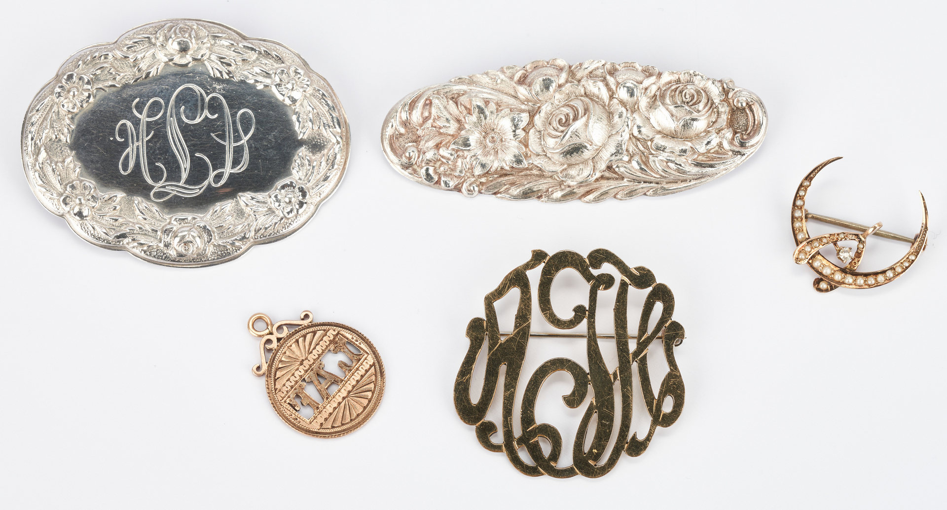 Lot 1038: 4 Ladies Brooches & 1 Pendant, Sterling & Gold