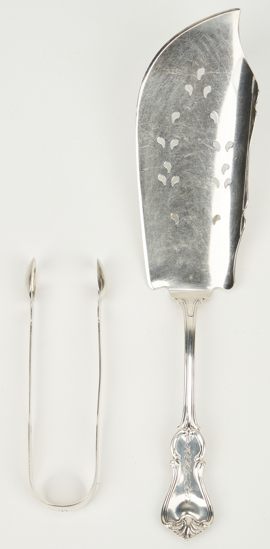 Lot 248: Coin silver fish slice and spoons plus English tongs