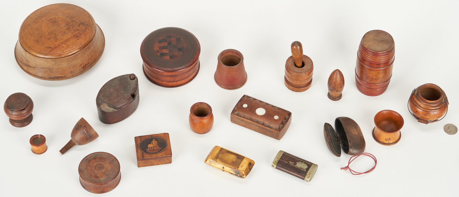 Lot 386: 19 Assorted Items: Treenware, Spice Boxes & Snuff Boxes plus 1 other
