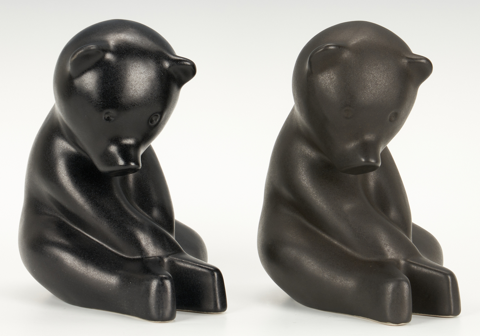 Lot 395: 4 Large Pigeon Forge Pottery Bears by Douglas Ferguson