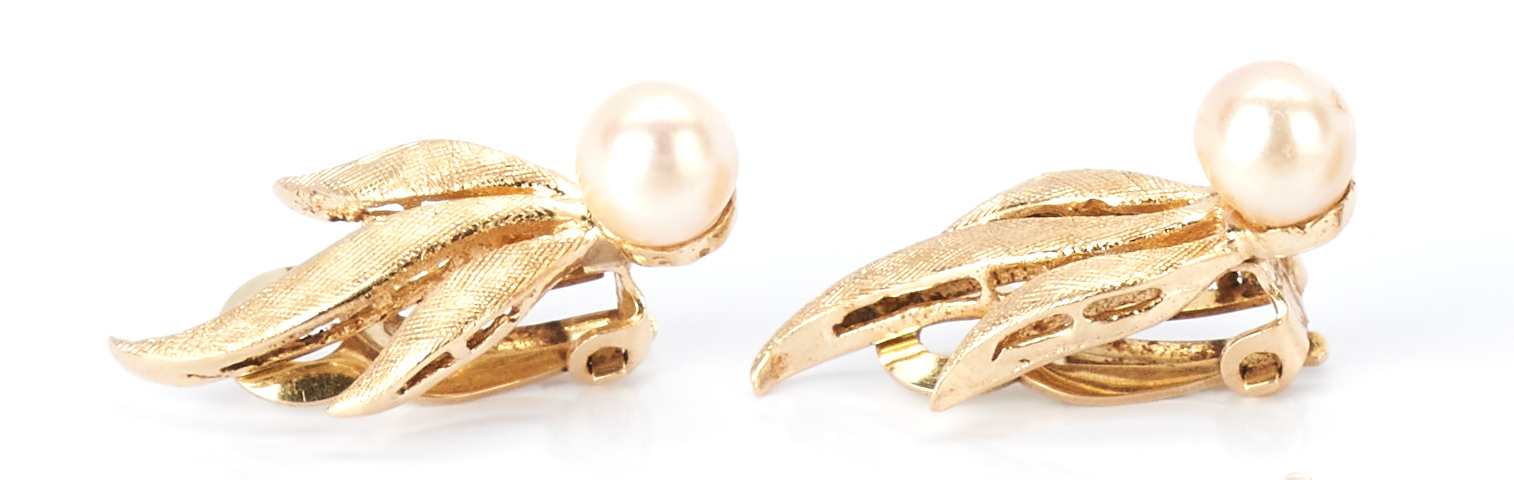 Lot 429: 8 Ladies Rings and 2 Earring Sets, Gold and Pearls