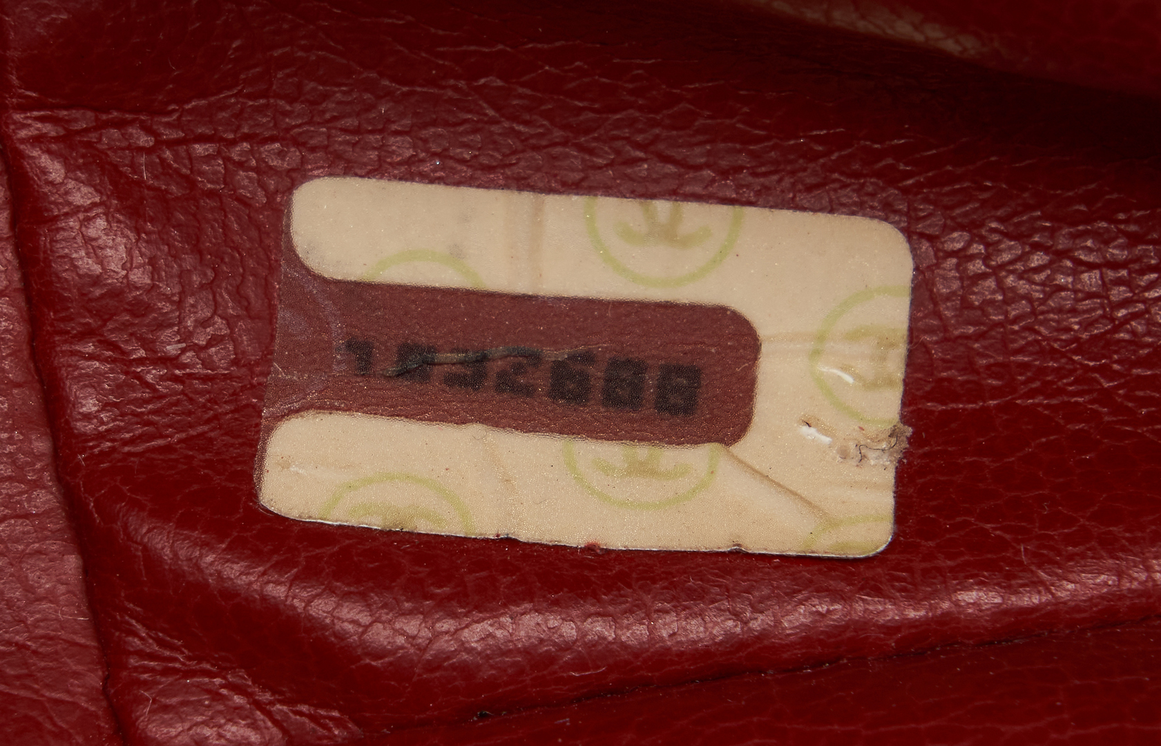Lot 705: Chanel Leather Fashion Accessories, incl. Purse, Gloves