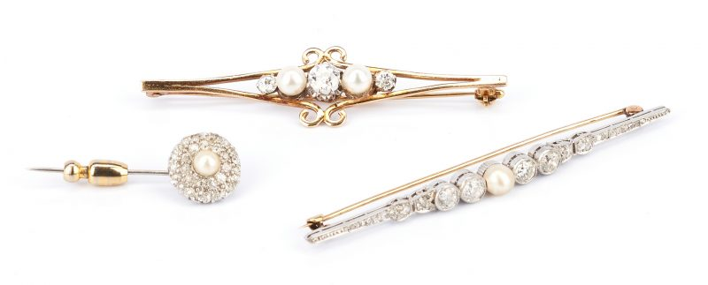 Lot 732: 3 Ladies Diamond and Pearl Brooches