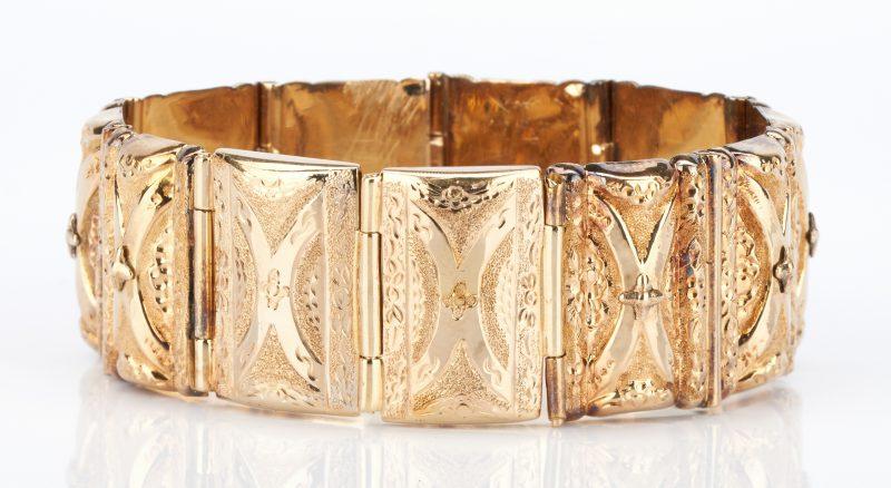 Lot 738: Yellow Gold Large Link Bracelet