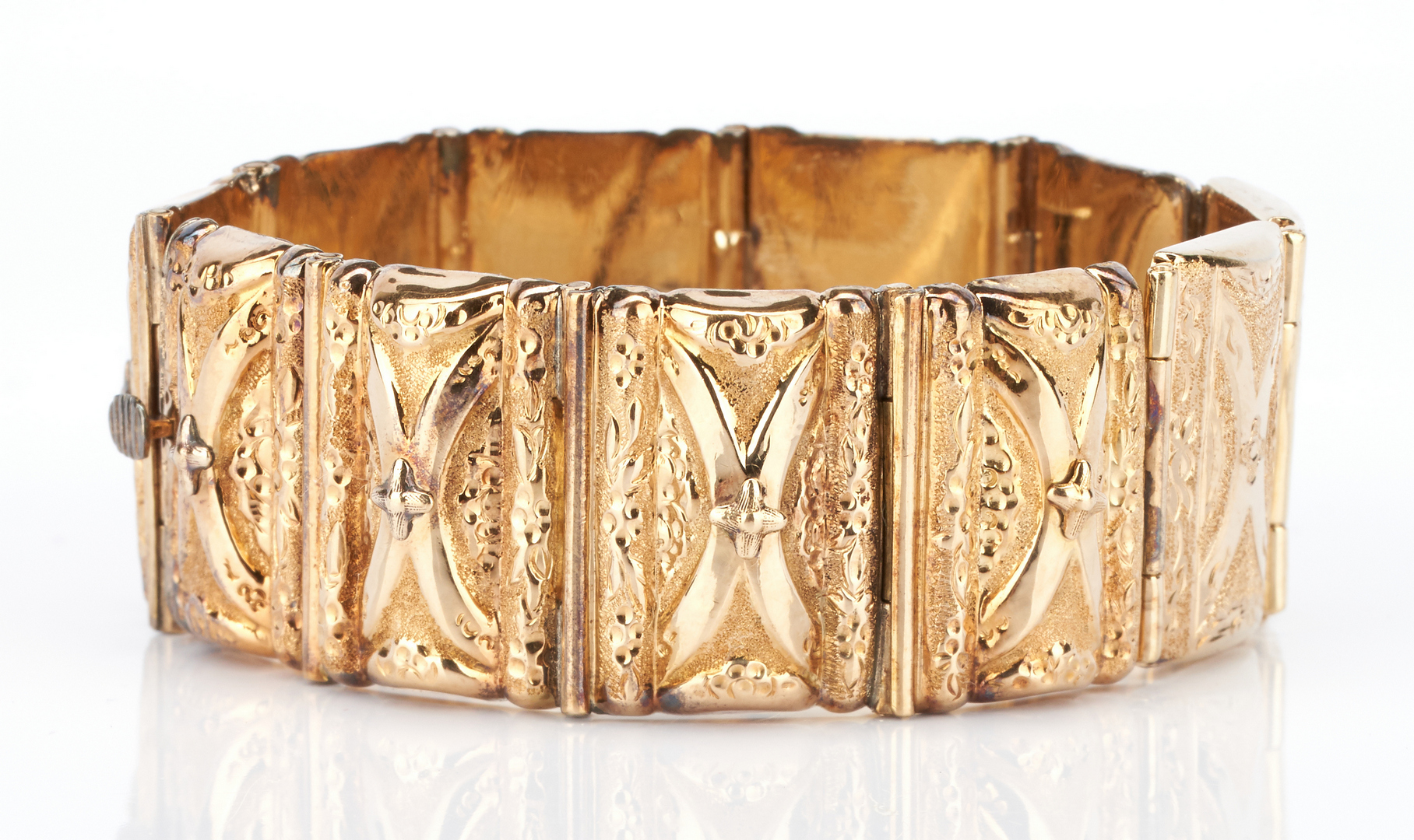 Lot 738: Yellow Gold Large Link Bracelet