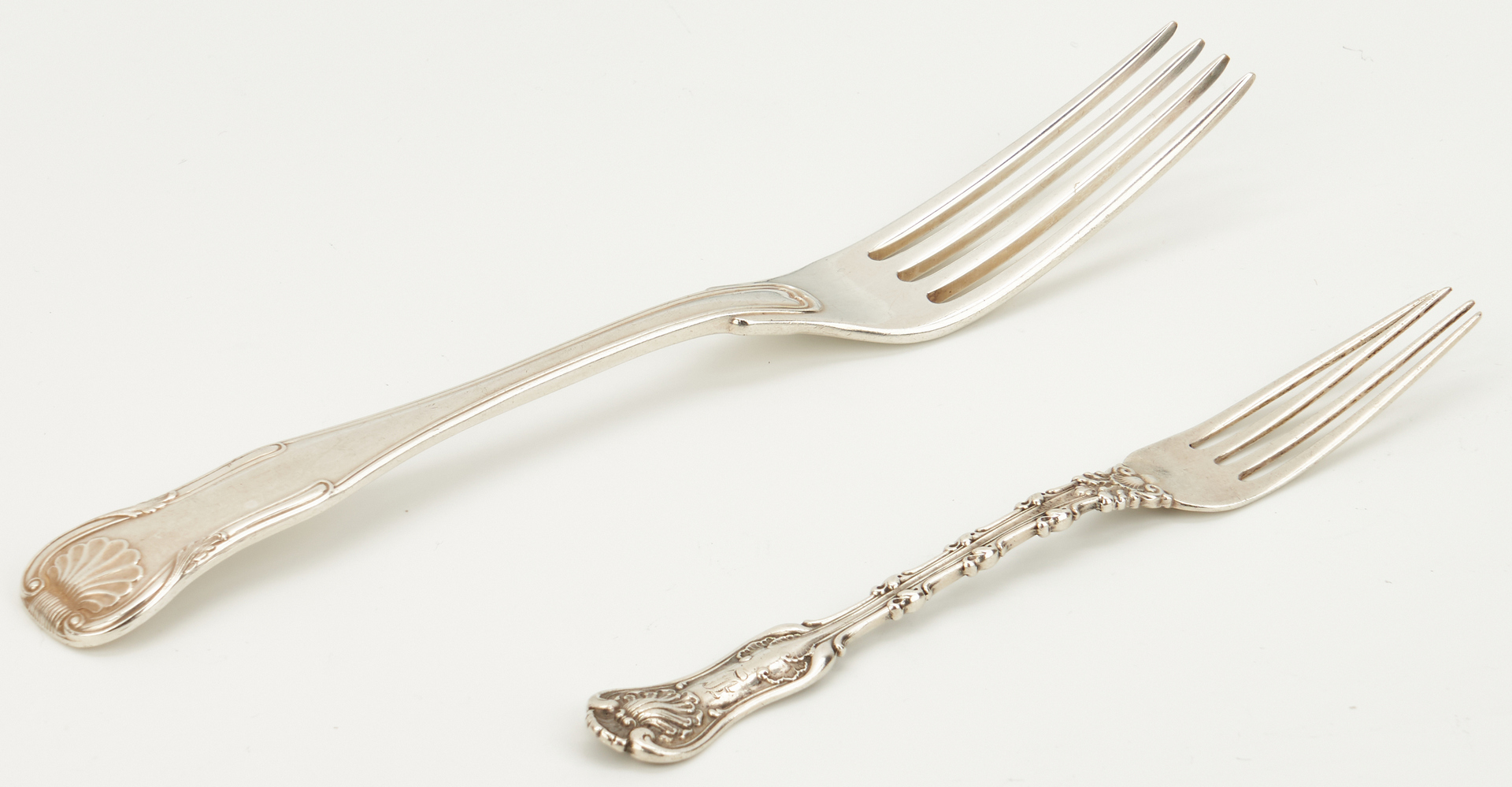 Lot 752: 27 pcs flatware incl. gilt-silver platter spoon