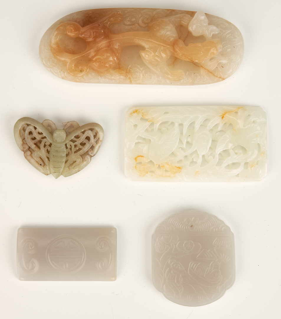 Lot 818: 8 Chinese Carved Jade Items, incl. Purse