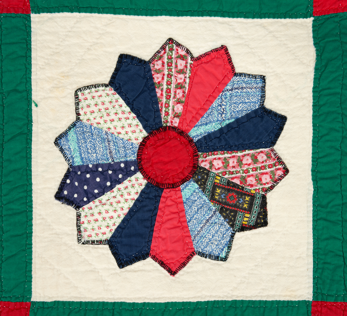 Lot 867: American Pieced & Appliqued Quilt, Dresden Plate pattern