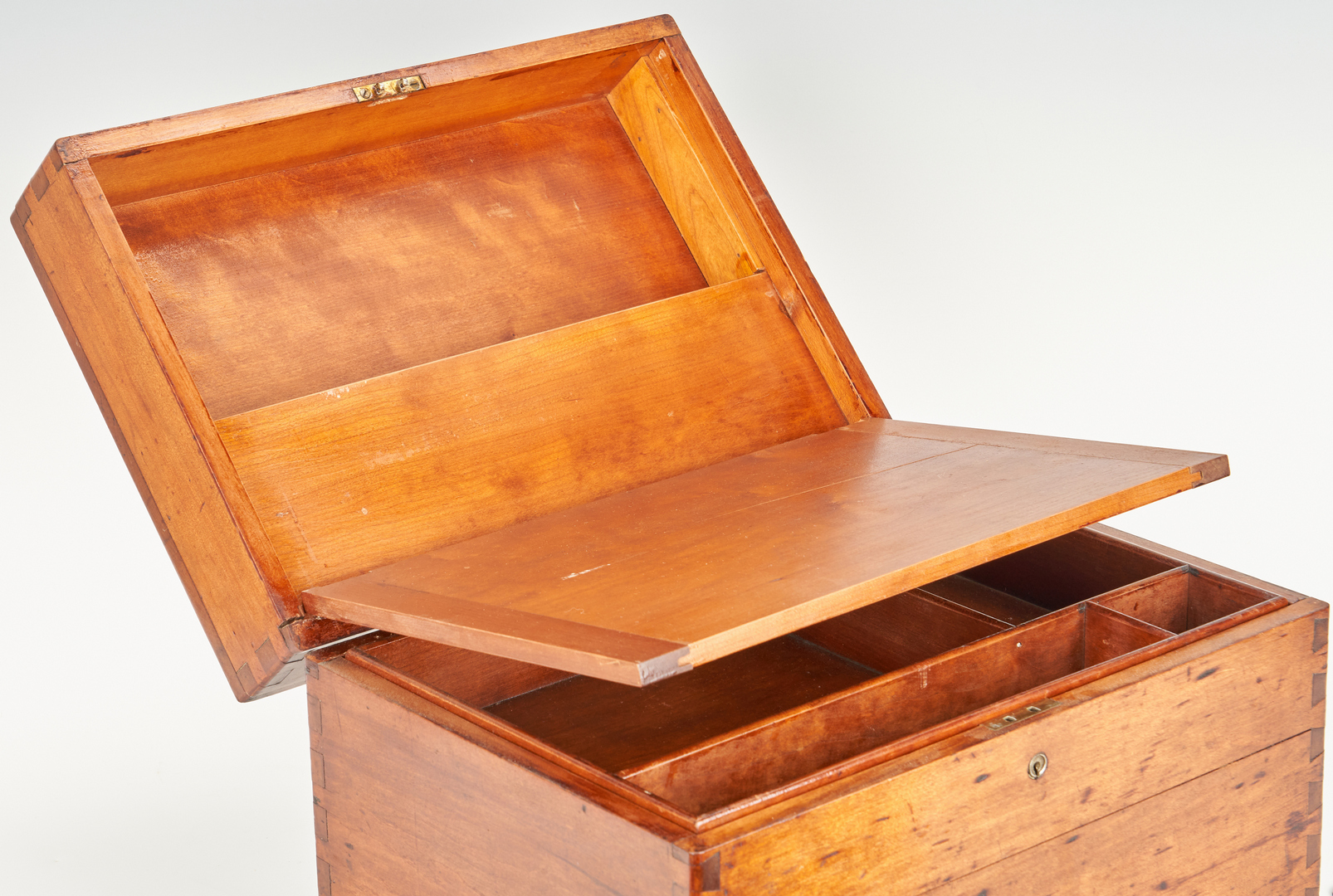 Lot 877: 5 Assorted Boxes, incl. Shaving Box