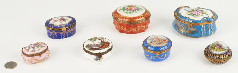 Lot 1091: 7 Assorted European Porcelain Pill or Trinket Boxes