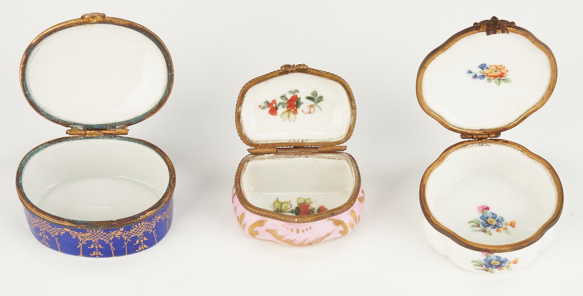 Lot 1091: 7 Assorted European Porcelain Pill or Trinket Boxes