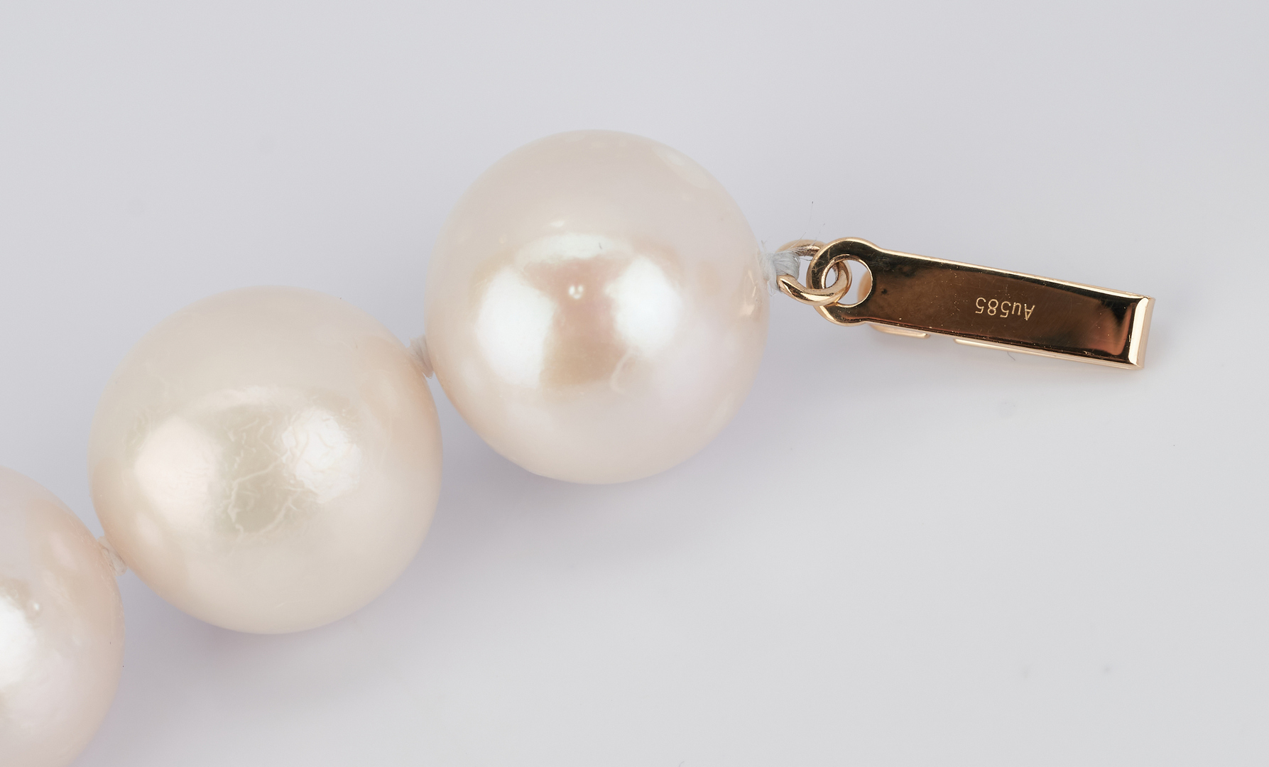 """Lot 270: 14K Gold Clasp 17"""" Strand of South Sea Pearls"""