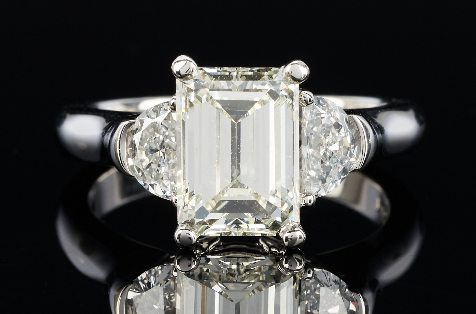 Lot 39: Ladies 3.19 Carat Platinum Diamond Engagement Ring