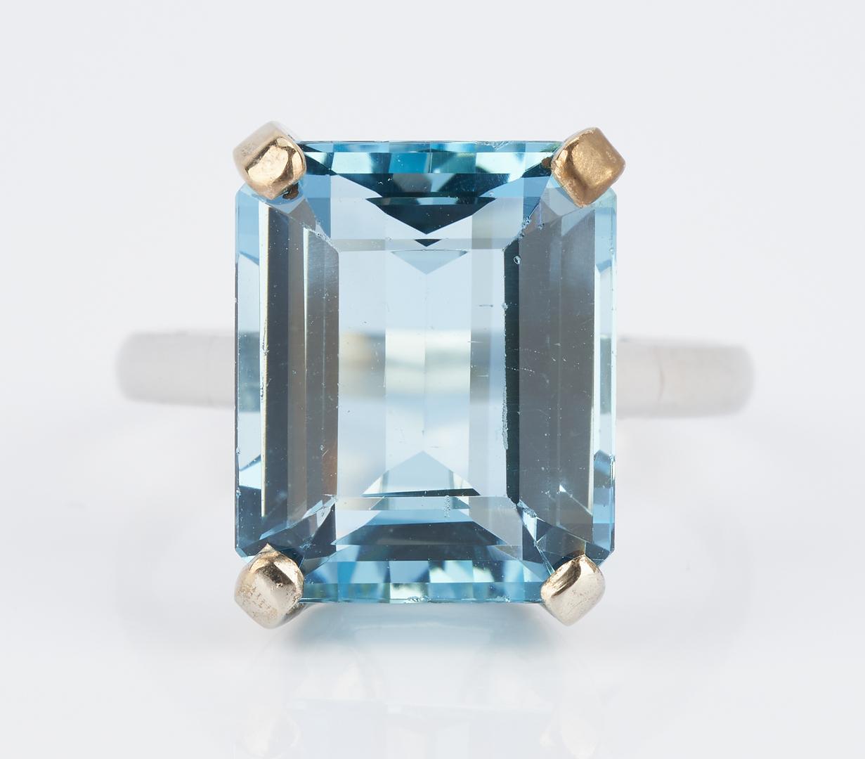 Lot 483: Ladies 18K Aquamarine Ring