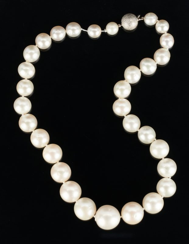 Lot 495: Graduated South Sea Pearl Necklace