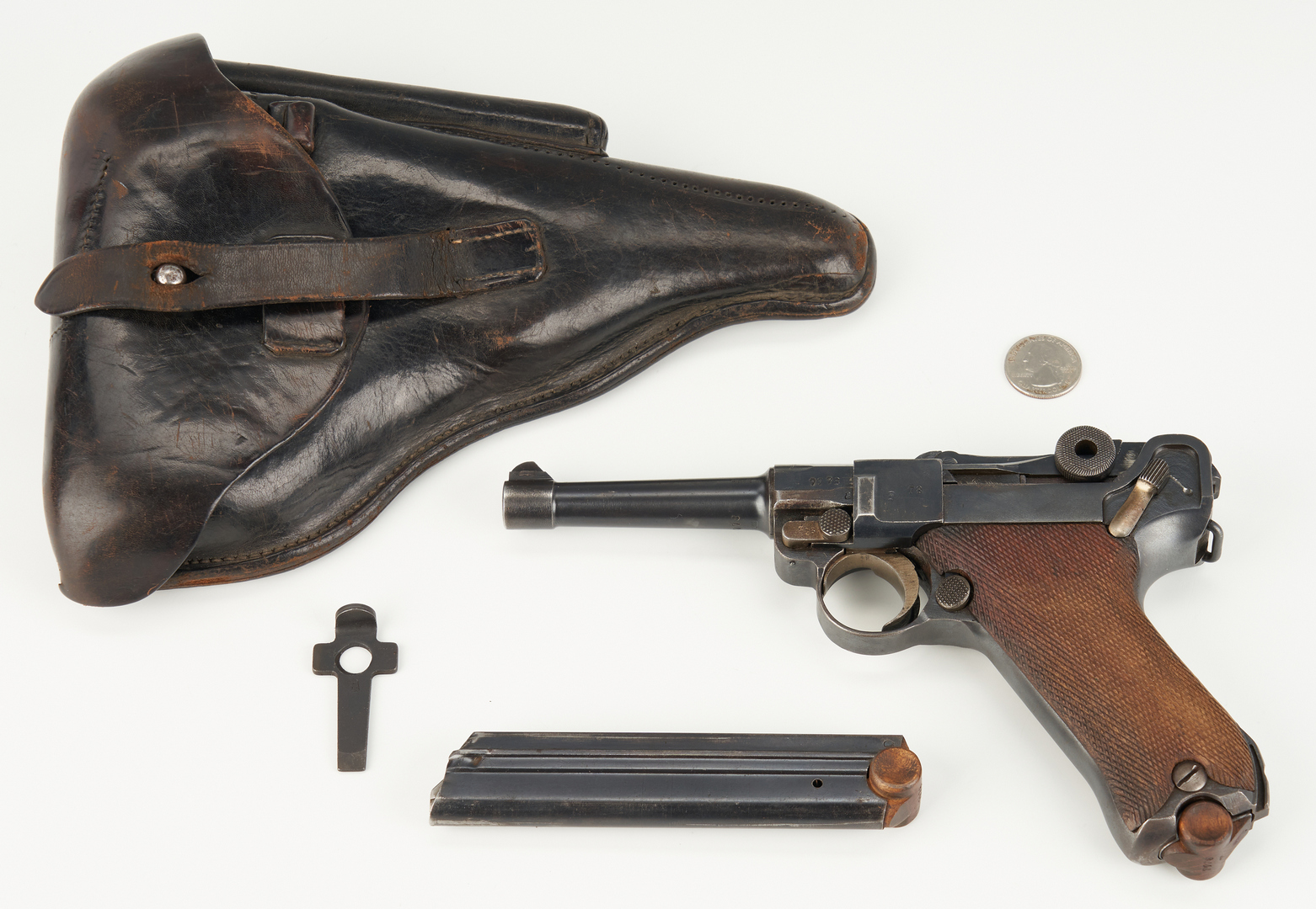 Lot 692: WWI 1917 German Erfurt Luger P08 w Holster