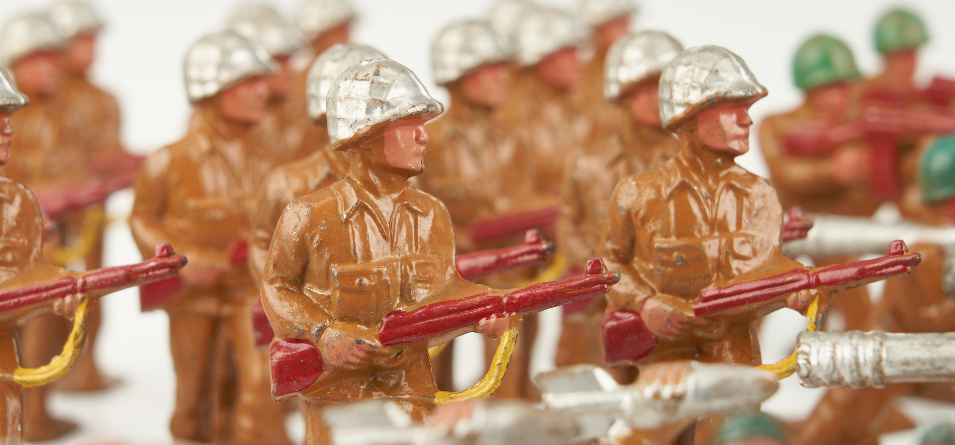 Lot 797: 207 Cast Metal WWI & II Toy Soldiers, incl. Manoil