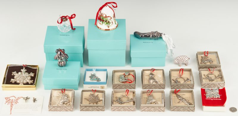 Lot 800: 20 Assorted Ornaments & Figurines, incl. Tiffany