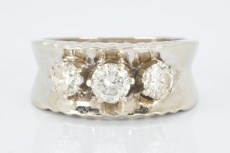 Lot 850: Ladies 14K & 3 Diamond Ring