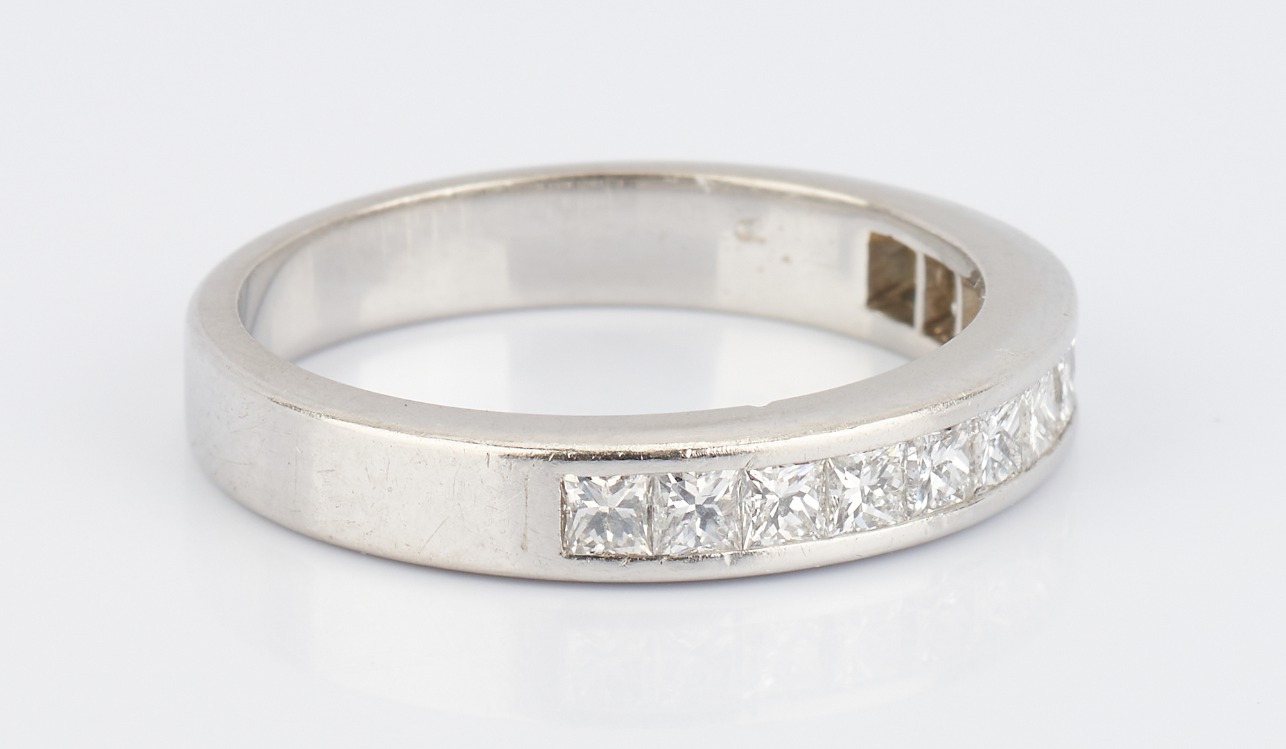 Lot 853: Ladies Platinum Diamond Band