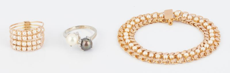 Lot 854: 3 Ladies Pearl & Gold Jewelry Items