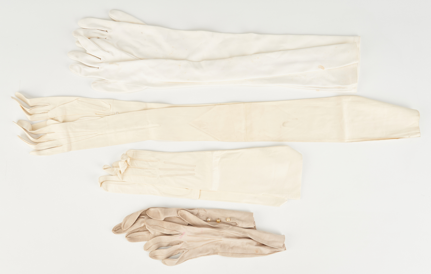 Lot 862: 13 Ladies Accessories, incl. Tiffany & Co.