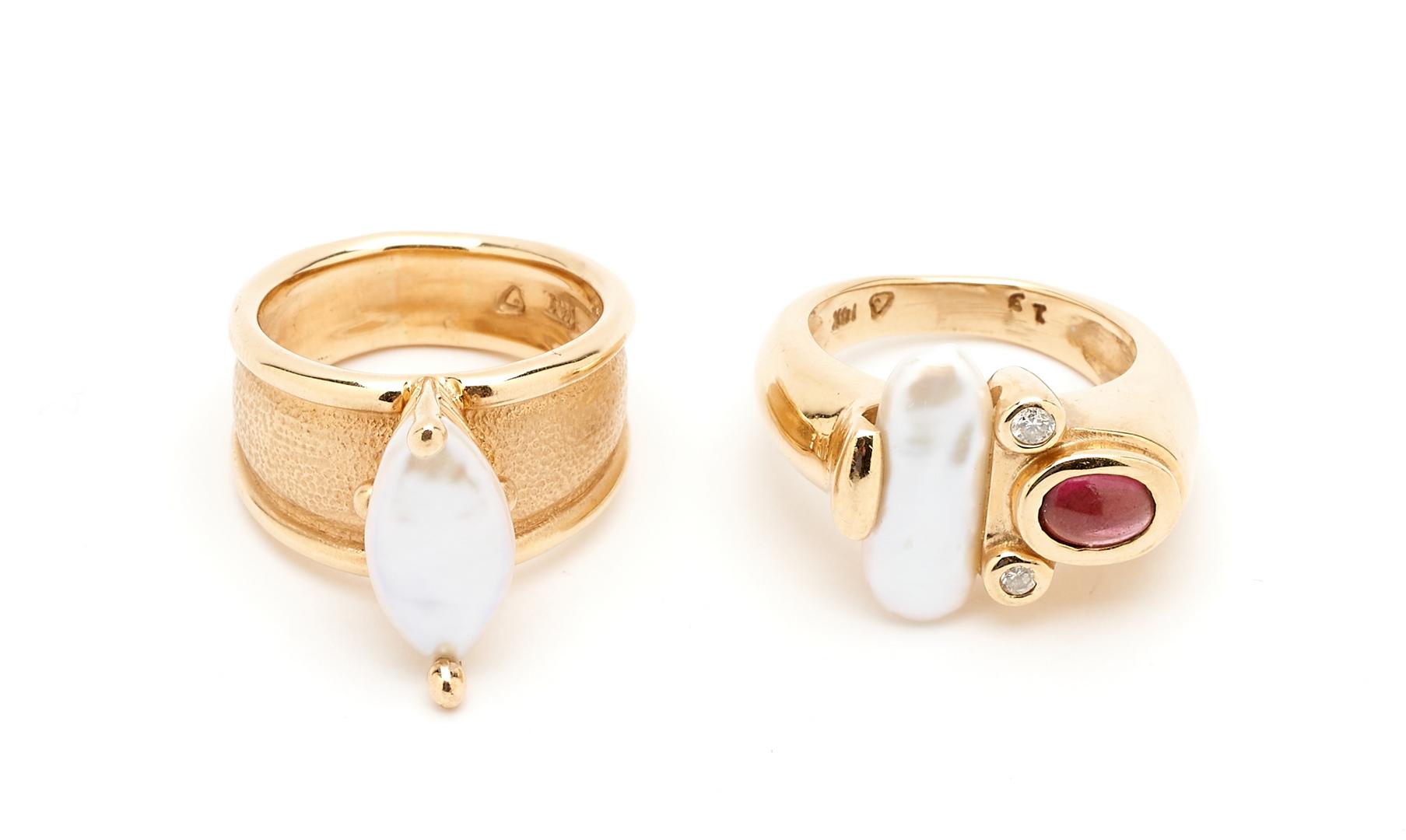 Lot 259: Ladies Freshwater Pearl Necklace & 2 Freshwater Pearl Rings