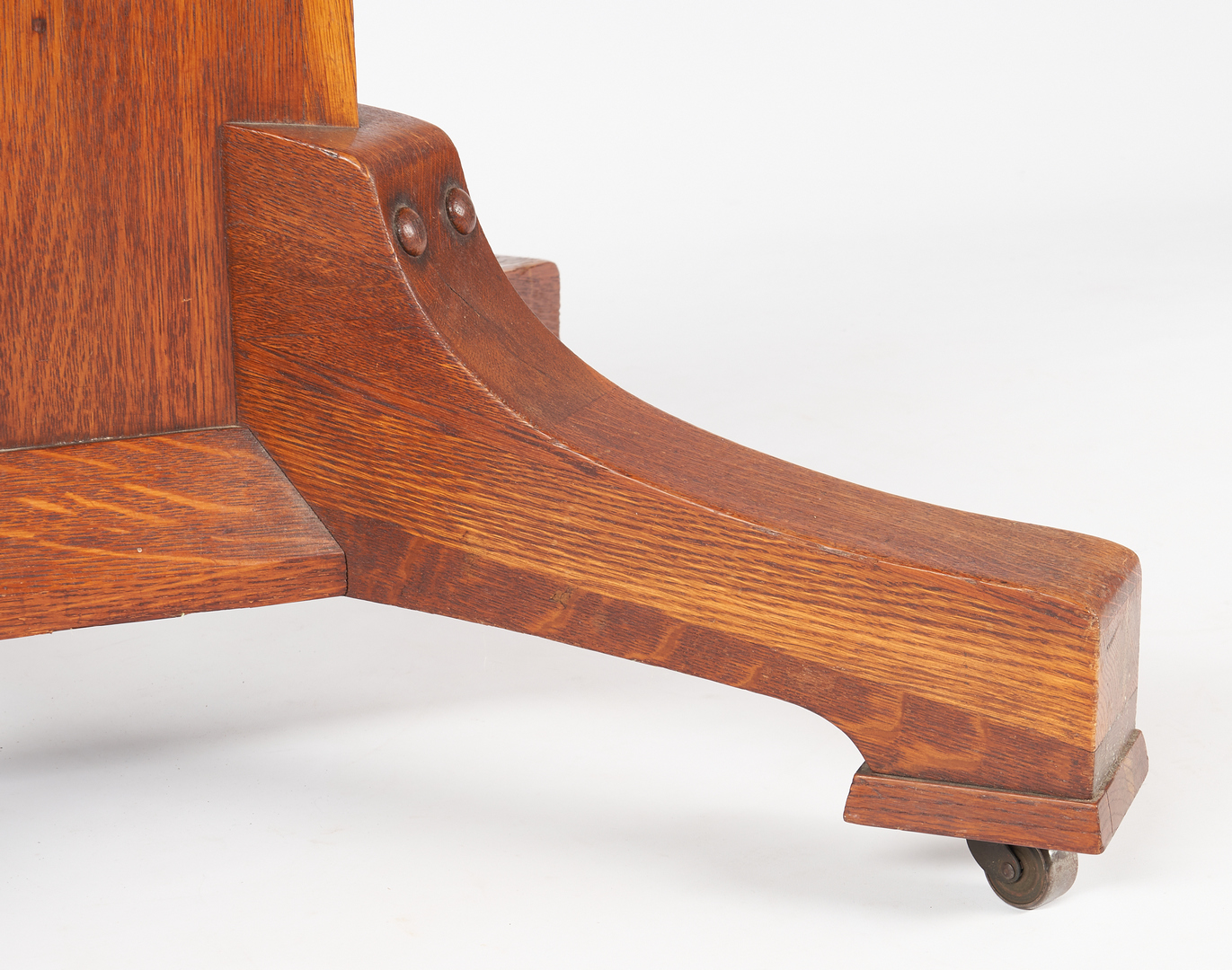Lot 534: Stickley Brothers Arts & Crafts Oak Dining Table