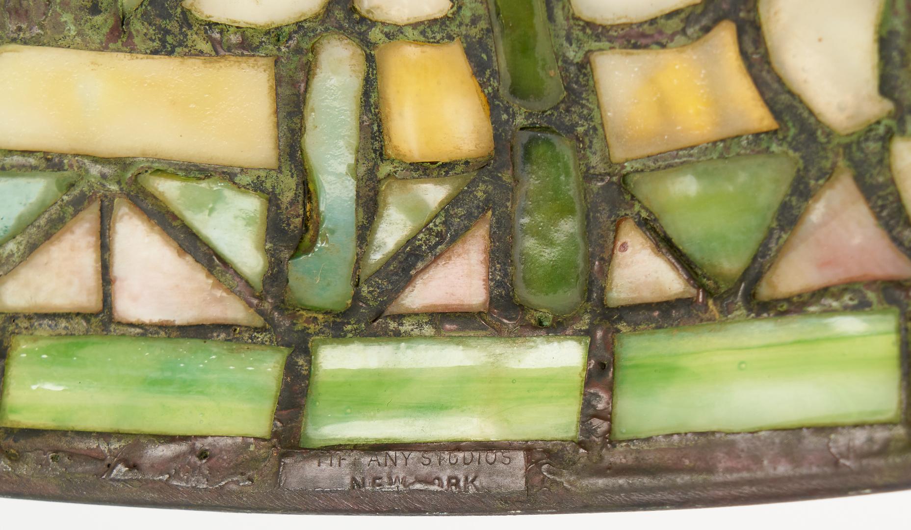 Lot 538: Tiffany Studios Table Lamp, Arrowroot Shade