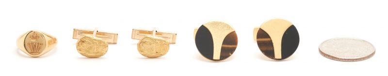 Lot 60: 18K Signet Ring & 2 pairs of 18K Cufflinks