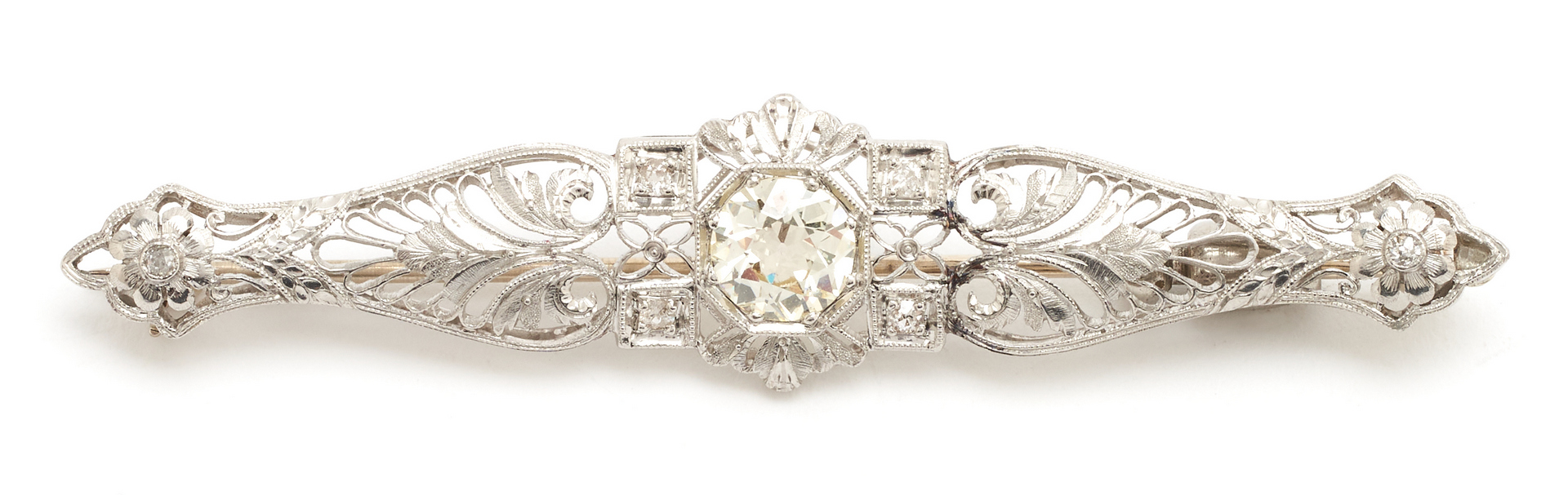 Lot 62: Art Deco Diamond brooch with 1.26 ct old Euro cut