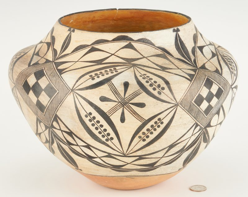 Lot 673: Southwestern Santo Domingo Pueblo Pottery Olla