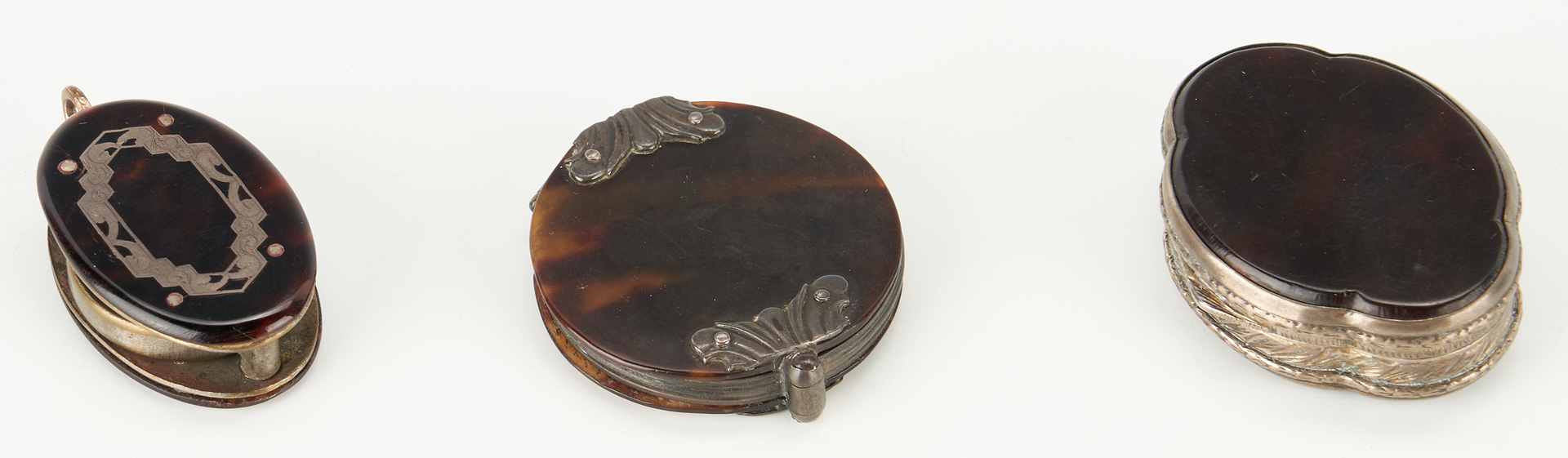 Lot 79: 4 Tortoiseshell Boxes and 2 Magnifiers, 6 items