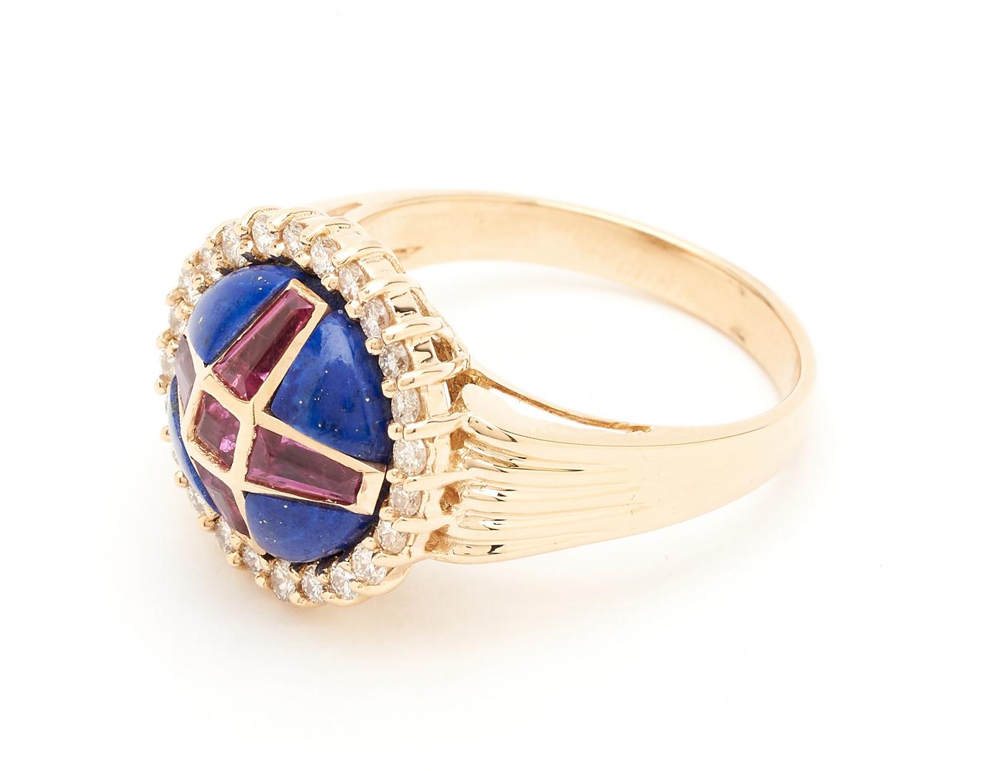 """Lot 925: Stuart Devlin """"Queen Victoria"""" Ring"""