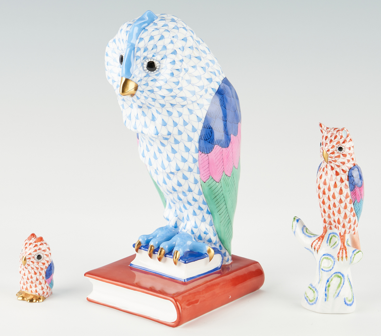Lot 946: Group of 3 Herend Owl Figurines