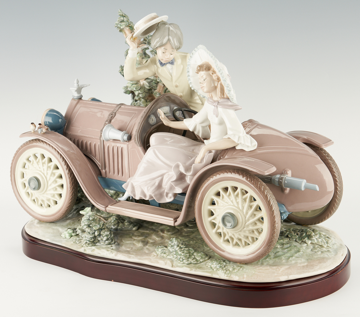 Lot 952: Limited Edition Lladro Porcelain Figurine Group, First Date