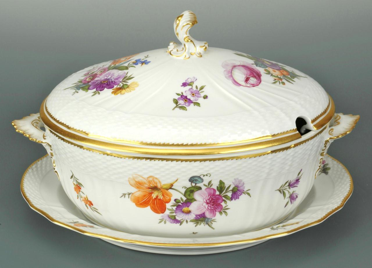 Lot 125: Royal Copenhagen Saxon Flower Tureen