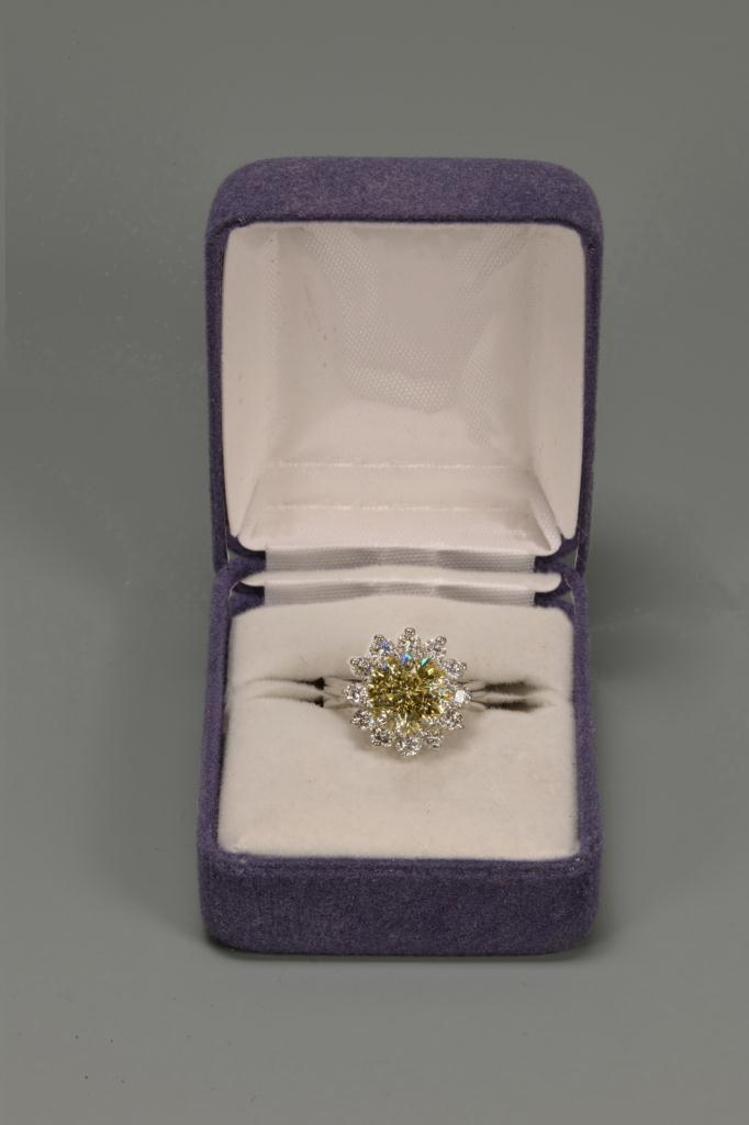 Lot 146: 2.99 ct fancy yellow diamond and platinum ring