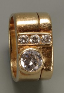 Lot 150: 14K Lady's custom diamond ring. 1.15 cts total