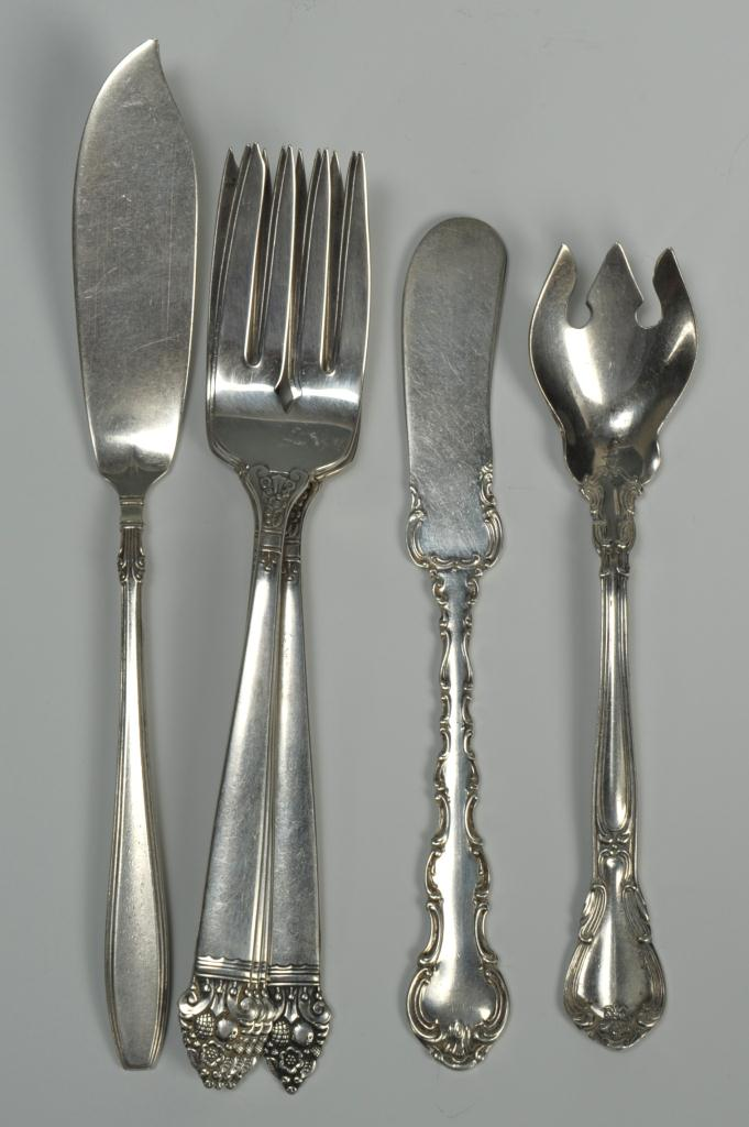 Lot 273: Group of 39 pieces sterling silver flatware