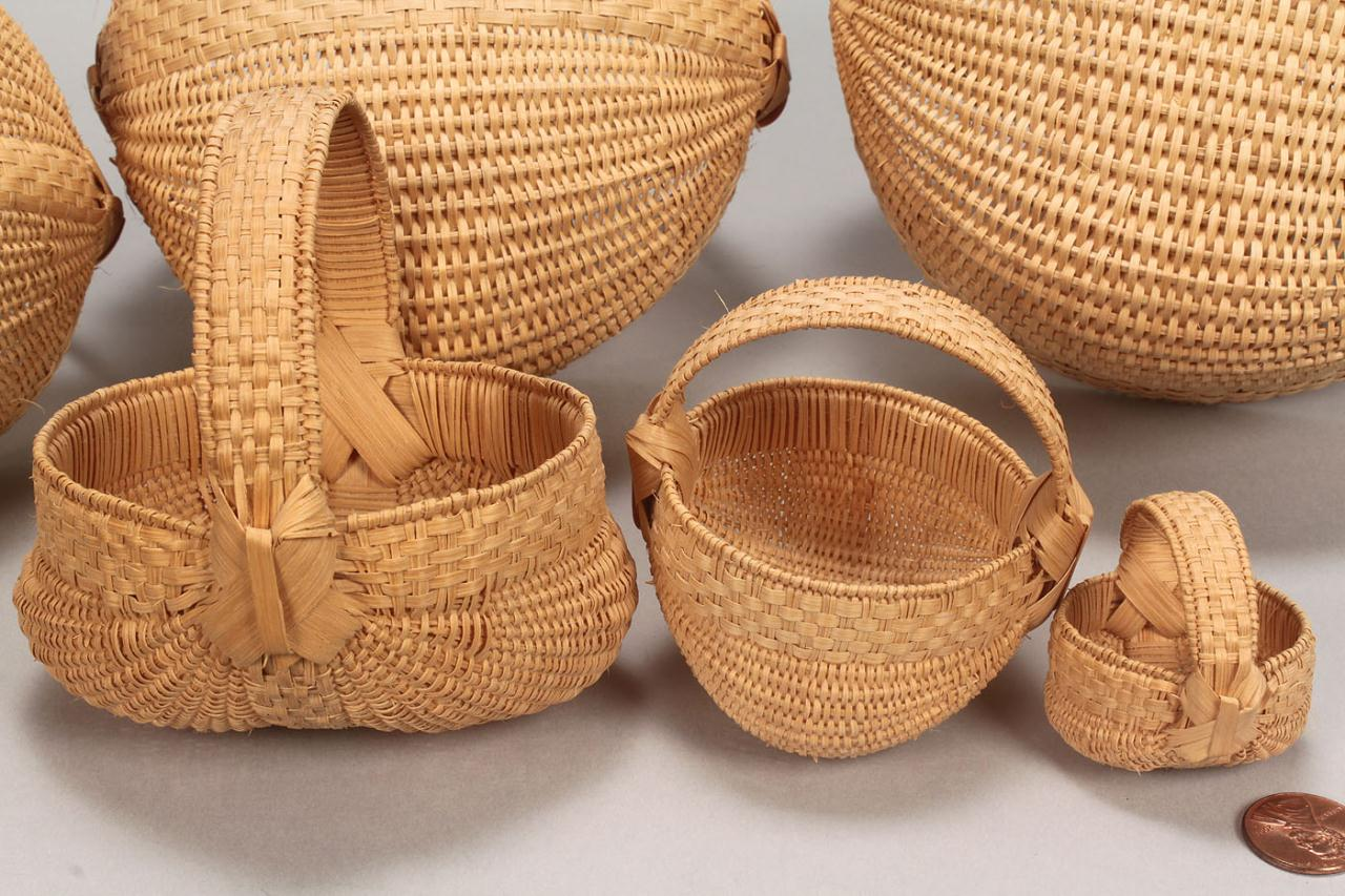 Lot 297: Set of 6 miniature buttocks baskets